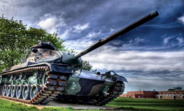 Машина на пути танка: завораживающий эксперимент на полигоне