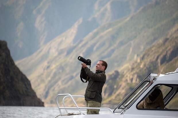 Дмитрий Медведев давно увлекается фотографией. Фото: Александр Астафьев