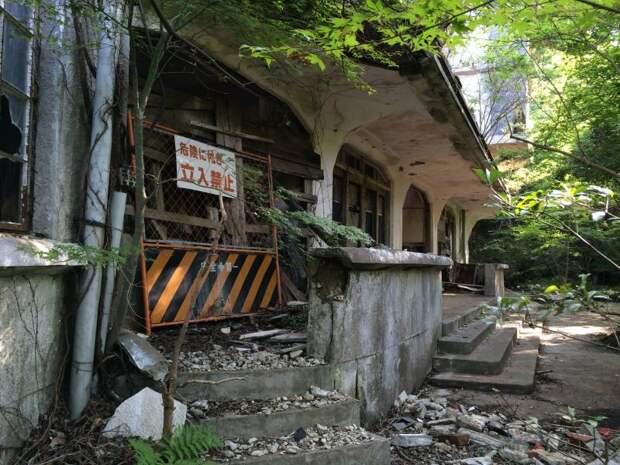Япония оставленный отель