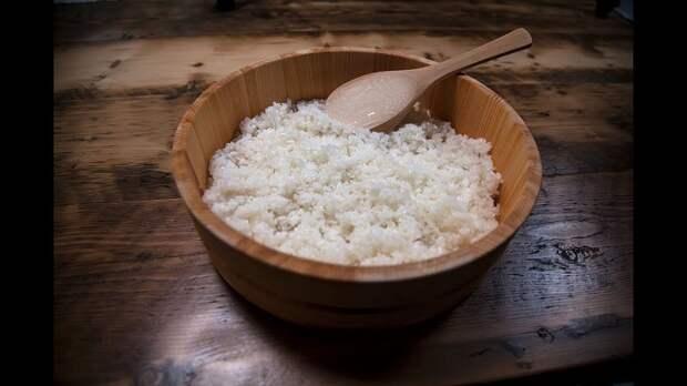 Вареный рис прекрасно себя чувствует в морозилке. / Фото: pinterest.ru