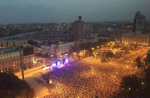 Республики Донбасса празднуют день освобождения от фашистских захватчиков