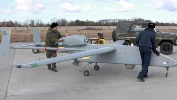 Беспилотный летательный аппарат «Форпост-М» на взлетно-посадочной полосе