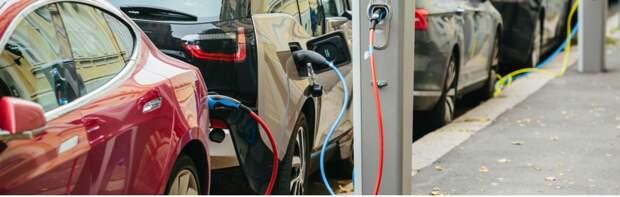 На Фонвизина установили зарядные станции для электромобилей