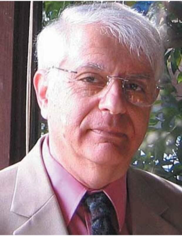Марк Грановеттер - профессор социологии факультета социологии, профессор им. Джона Батлера Форда (John Butler Ford) в Школе гуманитарных и естественных наук Стэндфордского университета (Стэнфорд, США).