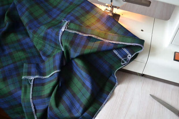 Заутюжка подгибки низа юбки