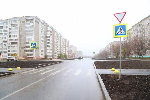 Кто главный: знак «Уступи дорогу» появился на перекрёстке улиц Баранова и Мужвайской в Ижевске