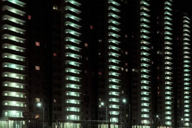 Фотографии окраин российских городов в стилистике «Бегущего по лезвию» (14 фото)