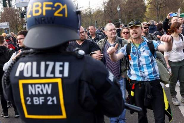 Жители Берлина протестуют против карантинных мер из-за коронавируса