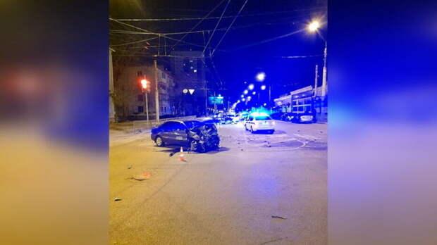 В ночном ДТП с 3 машинами в Воронеже погиб 60-летний мужчина