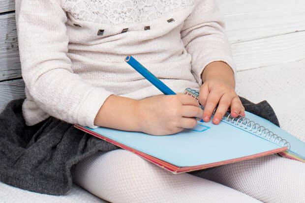 Пользователей рассмешила «гениальная» записка маленькой девочки
