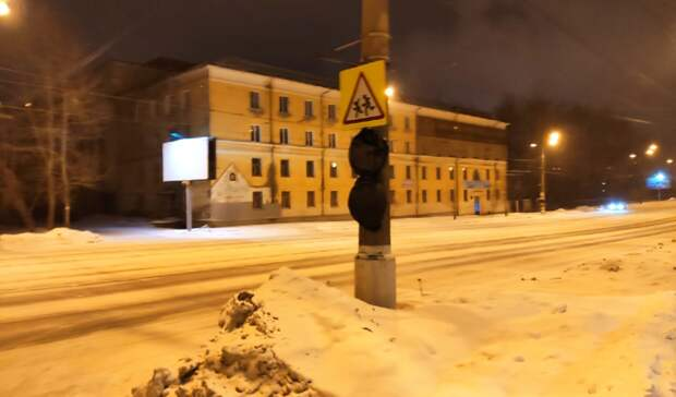 Временные дорожные знаки установлены напроспекте Мира вНижнем Тагиле