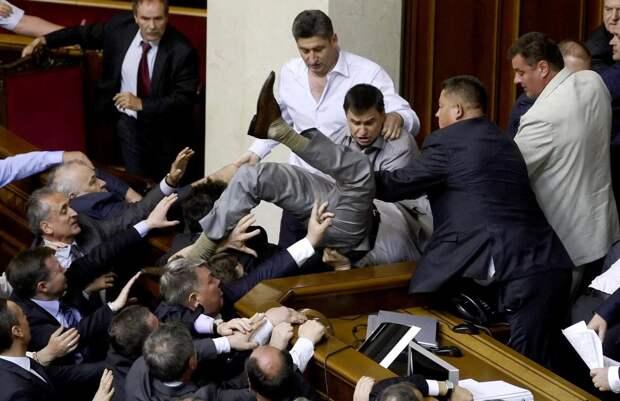 Голосование за закон о реинтеграции Донбасса отложено: депутаты Рады не определились, что выгодно Путину