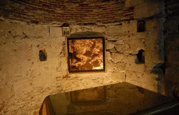 Открытие на древних раскопках: «Затерянный алтарь крестоносцев. Часовня Адама».