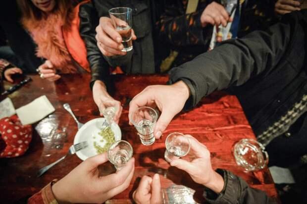 Роспотребнадзор дал рекомендации по употреблению алкоголя в пандемию