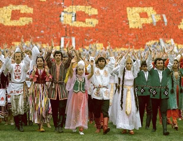 Какие две республики кормили в СССР всех остальных? Наглядная таблица