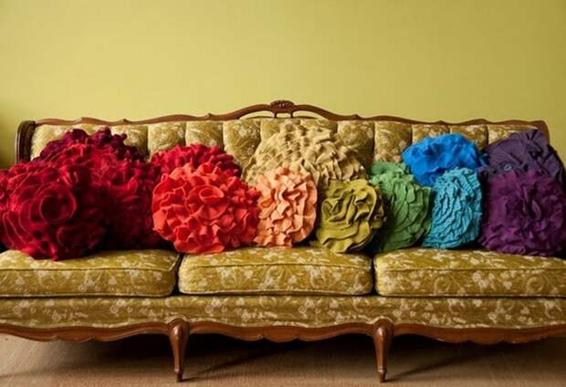 Диванная подушка — место тысячи снов любви!