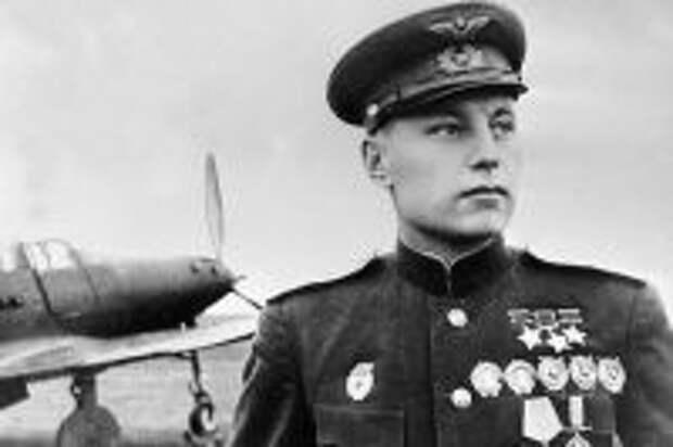 Трижды Герой Советского Союза, летчик, гвардии полковник Александр Иванович Покрышкин, 1945 г.