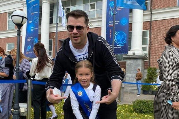 Помощник Гарика Харламова прокомментировал состояние здоровья комика