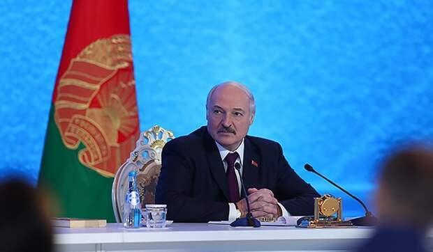 Путин устроил взбучку не признавшему Крым Лукашенко
