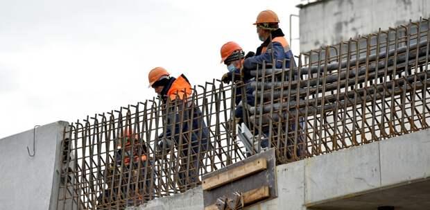 На эстакаде врайоне Некрасовка завершается монтаж балок пролетного строения
