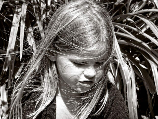 Бабушка изводила девочку, которую её дочь взяла из детского дома