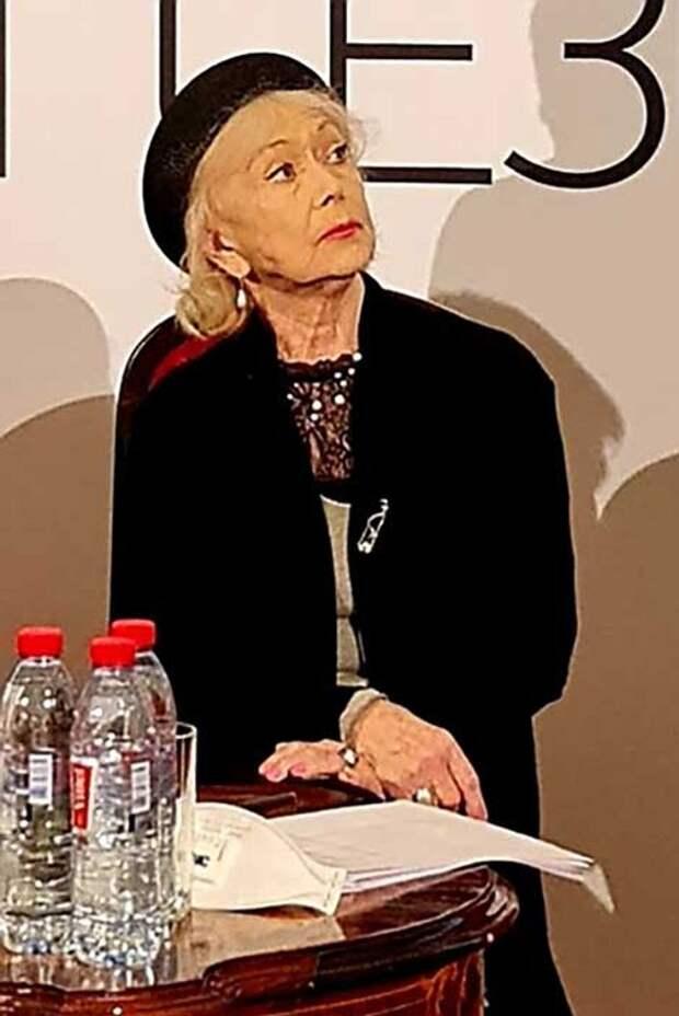 «Это просто ужас»: 83-летняя Немоляева рассказала о физических страданиях