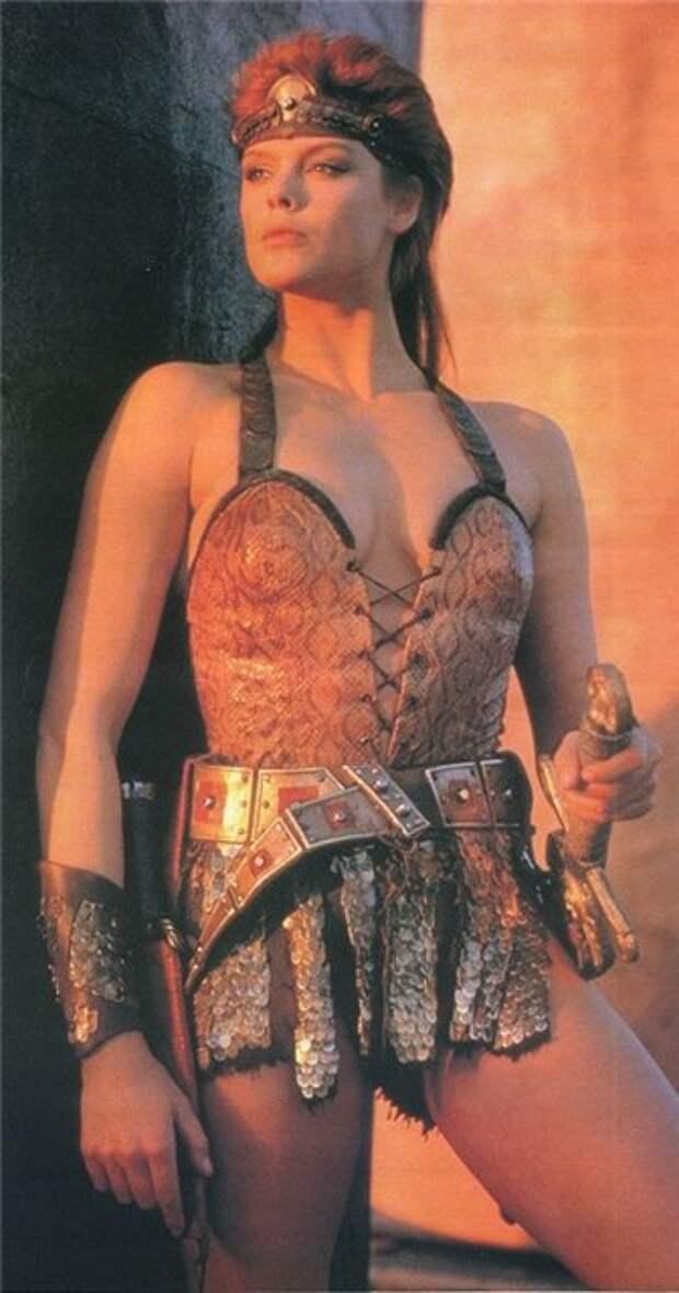 Знаменитости из 90-ых в образе амазонок и гладиатрисс