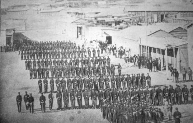 Чилийские войска входят в Антофагасту в 1879 год - начало войны