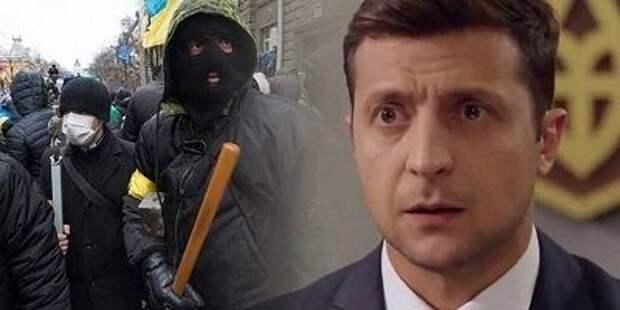 """Зеленский пообещал """"сильный ответ"""" на покушение на его советника"""