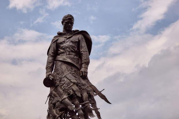 Ровно год назад прошло торжественное открытие Ржевского мемориала Советскому солдату