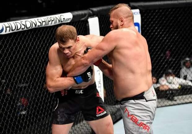 """Русский боец клуба """"Ахмат"""" проиграл в UFC. В 2016 Гришин говорил, что ответит на предложение лиги """"средним пальцем"""""""