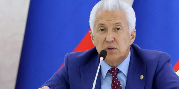 Путин обсудил с Васильевым и Меликовым социально-экономическую ситуацию в Дагестане