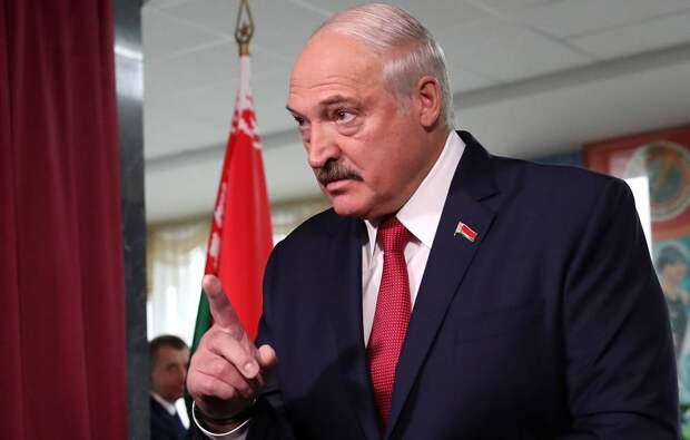 «Как опытный политик — незрелому»: Лукашенко ответил Макрону на призыв уйти