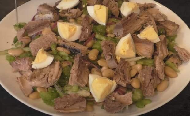 Вкусный салат с тунцом и фасолью
