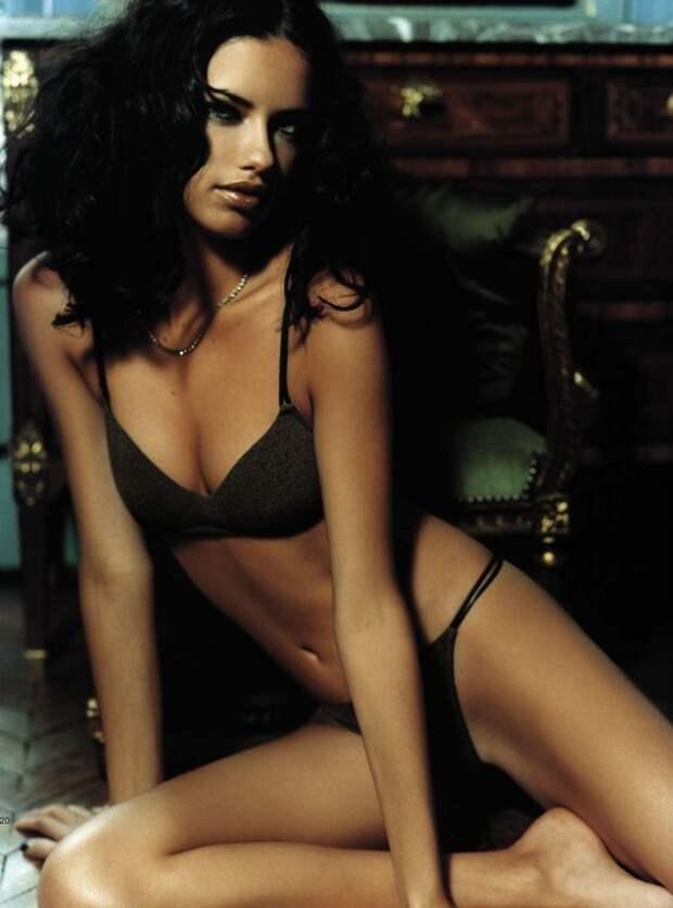 Одна из красивейших девушек современности, модель Адриана Лима, в 90-ые годы.