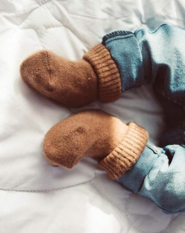 Вязаные детские носочки из верблюжьей шерсти