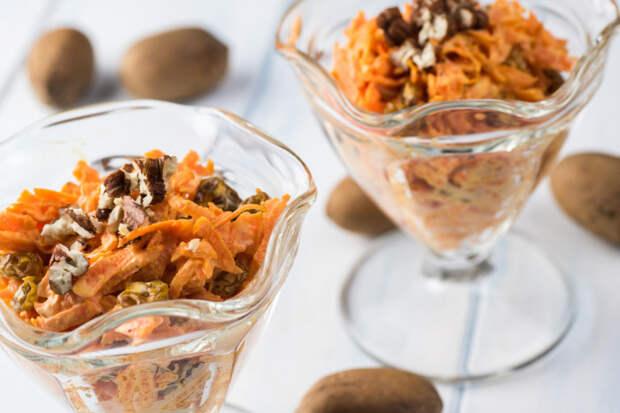 Салат с ветчиной, морковью и орехами