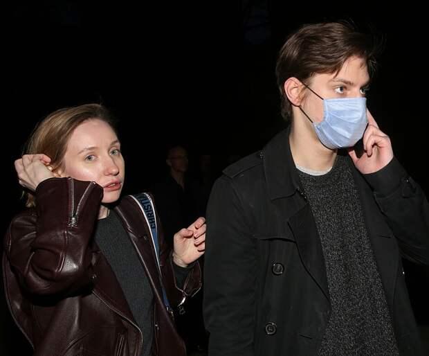 Павел Табаков впервые пришел на вечеринку вместе с новой возлюбленной и с мамой Мариной Зудиной
