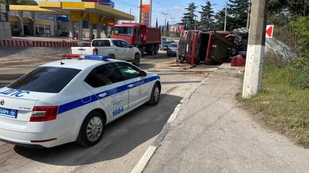 Опрокинулся на скорости: в МВД прокомментировали ДТП с большегрузом в Ялте
