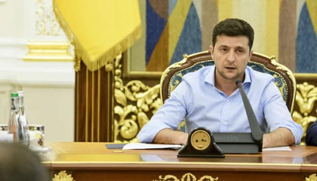 Зеленский призывает распустить Конституционный суд