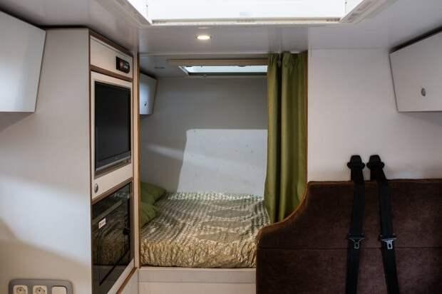 Ширина жилого модуля позволяет разместить кровать поперёк для людей любого роста! авто, внедорожник, газ, газ-66, грузовик, дом на колесах, кемпер, обзор