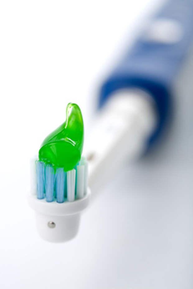 Почему электрической щеткой выгоднее чистить зубы?