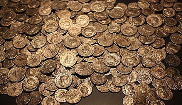 Два счастливчика нашли самое большое сокровище Железного века, которое искали 30 лет
