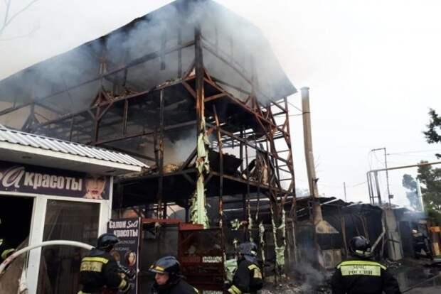 В Сочи погибли восемь человек из-за крупного пожара (ЖУТКИЕ КАДРЫ С МЕСТА ИНЦИДЕНТА)