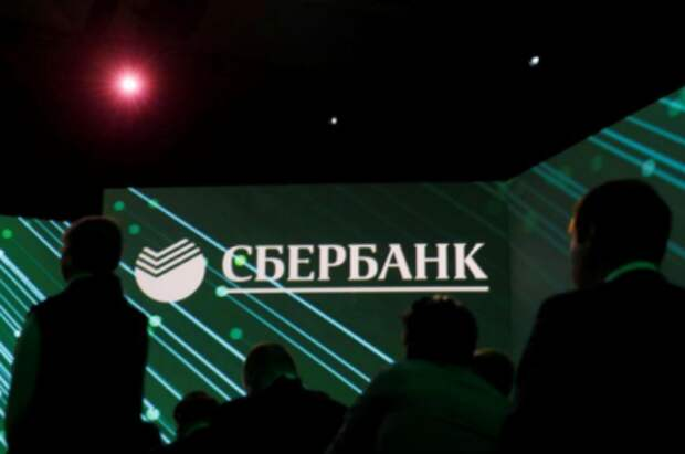 Логотип Сбербанка на Петербургском международном экономическом форуме, 6 июня 2019 года. REUTERS/Maxim Shemetov