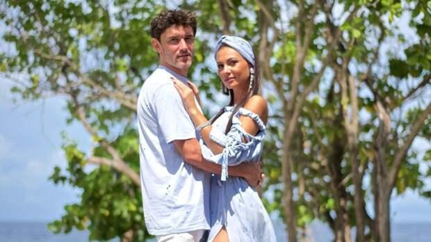 Жена Жиркова рассказала ознакомстве смужем: «Скромный красавчик, невозможно невлюбиться»