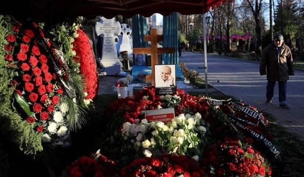 «Это уже перебор»: на похоронах Жванецкого устроили абсурдное шоу с фейерверком