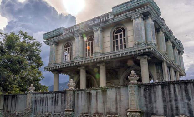 Заброшенная Рублевка в Таиланде. Как выглядят дома для богатых, которые оставили 20 лет назад