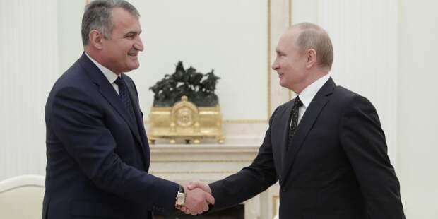 Путин оценил двусторонние отношения РФ и Южной Осетии