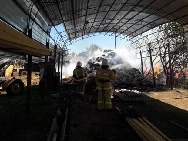 В Раздольненском районе загорелись тысяча тюков соломы